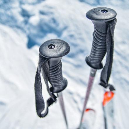 Comment utiliser les bâtons de randonnée ? (MARCHER PLUS VITE ET PLUS LOIN)