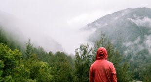 La randonnée en solo: Avantages, Préoccupations, Dangers, Conseils et astuces