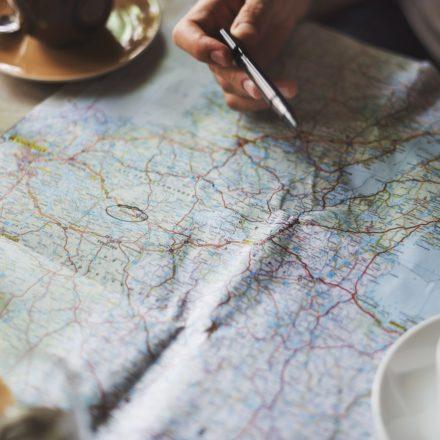 Comment lire une carte topographique en randonnée