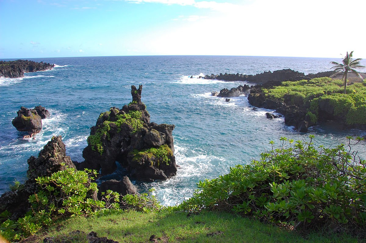 By Eric Chan from Hollywood, United States - Waianapanapa State ParkUploaded by PDTillman, CC BY 2.0,